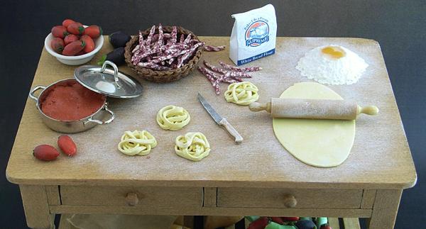 CDHM Artisan Cristina Minischetti, IGMA Fellow of MiniCris Miniatures, italian artisan creates dollhouse minis in 1:12 foods for the dollhouse miniature collector